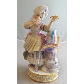 Кружевная фарфоровая статуэтка Девушка со стрелой