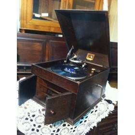 Старинный граммофон, фирма His Masters Voice. Англия, конец XIX века.