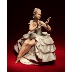 Фарфоровая статуэтка Танцовщица