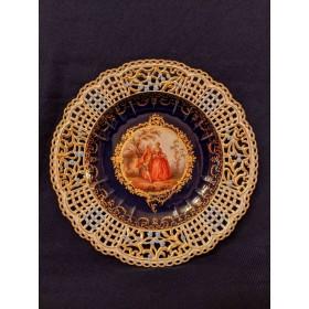 Фарфоровая тарелка с изображением галантной сцены, Мейссен