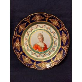 Фарфоровая тарелка с  портретом дамы