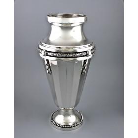 Серебряная ваза для цветов в стиле ампир