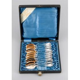 Набор из двенадцати серебряных чайных ложек