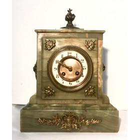 Французские часы с корпусом из оникса