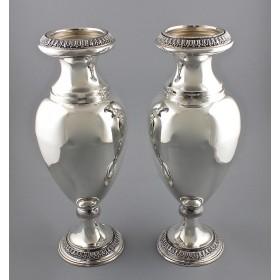 Парные серебряные вазы балюстровой формы