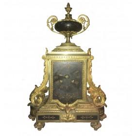 Каминные часы эпохи историзма