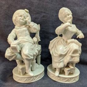 Фарфоровая пара Мальчик и девочка