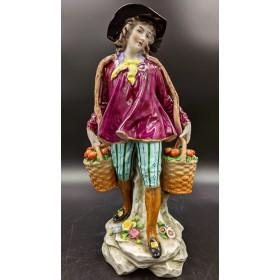 Статуэтка Мальчик с яблоками. Sitzendorf