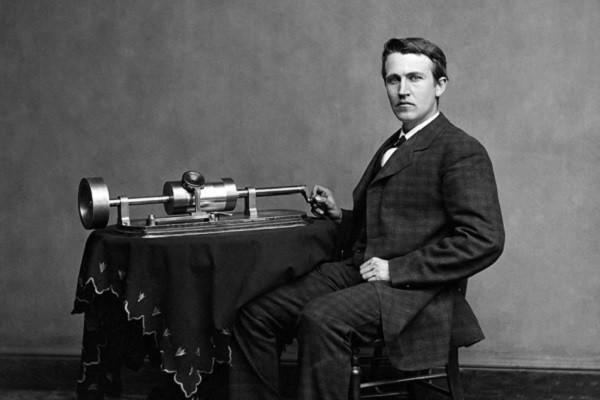 Томас Эдисон 1877 год. Старинный фонограф