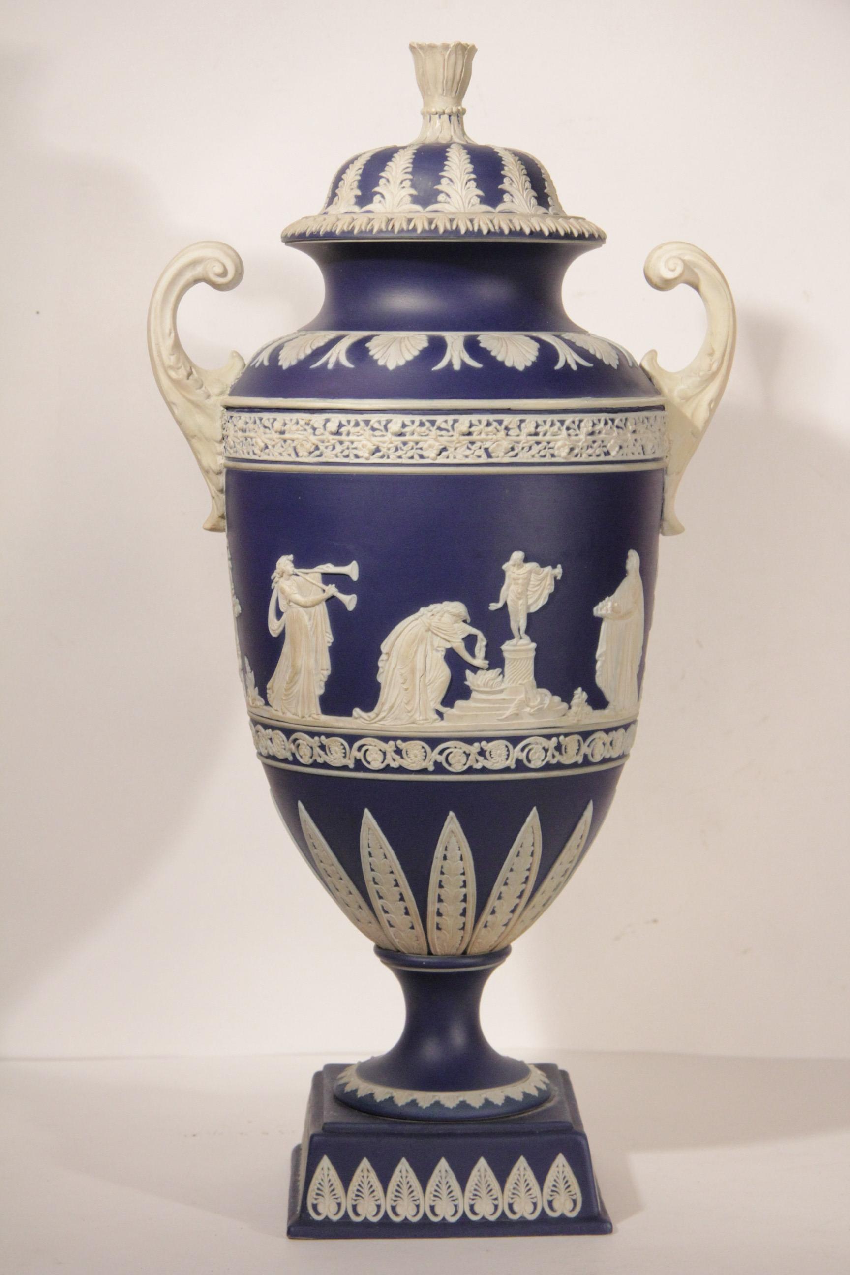 старинная фарфоровая ваза фабрики Веджвуд