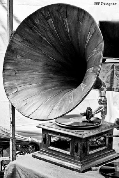 Старинный граммофон фирмы «Граммофон Берлинер»